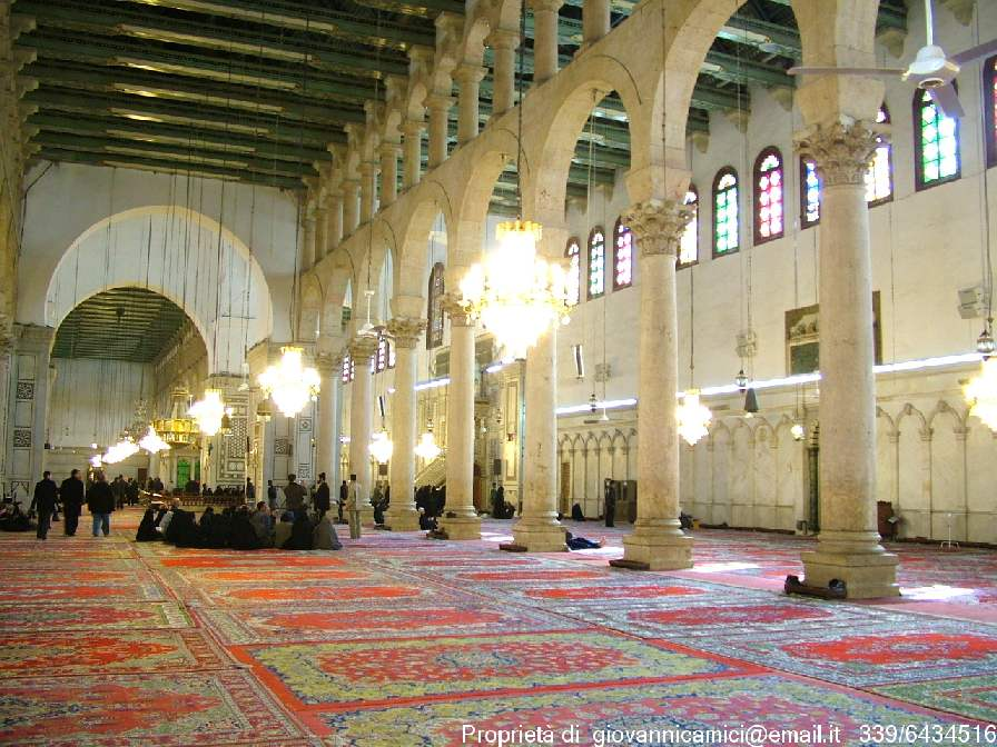 Damasco-interno_della_moschea_degli_Omayyadi__